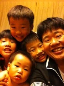 4人の息子・娘たちと